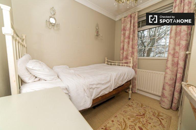 Przytulny pokój w domu z 3 sypialniami w Greenwich w Londynie