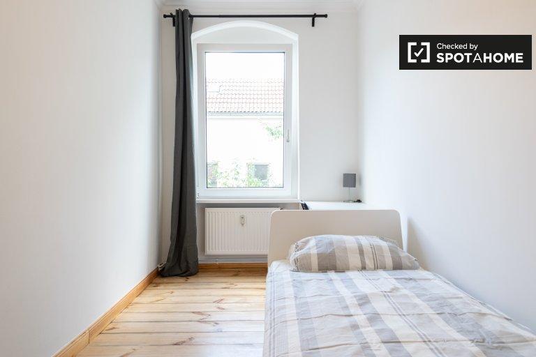 Chambre à louer dans appartement avec 5 chambres à Neukölln