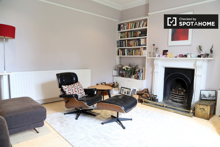 Bright room for rent Blackrock, in Dún Laoghaire & Dakley