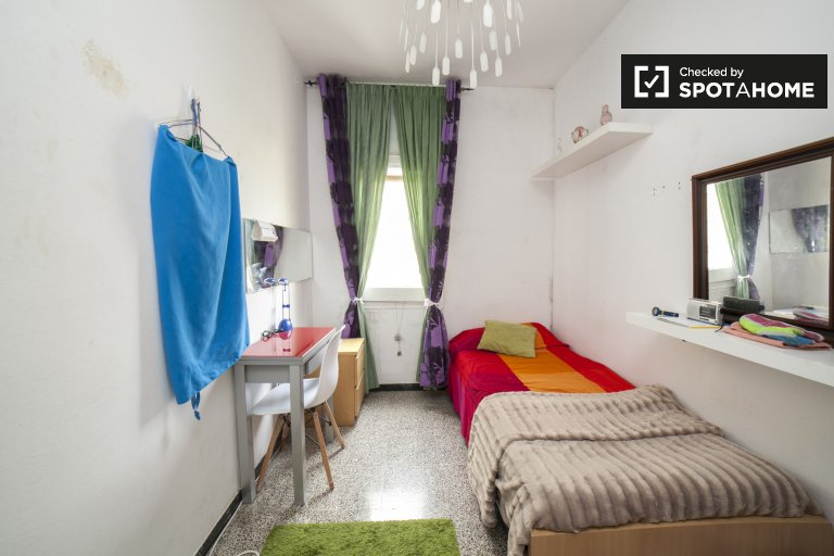Cozy room for rent in El Clot, Barcelona