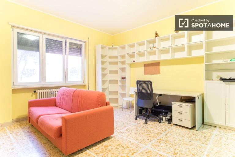 Ogromny pokój w apartamencie w Monte Mario w Rzymie