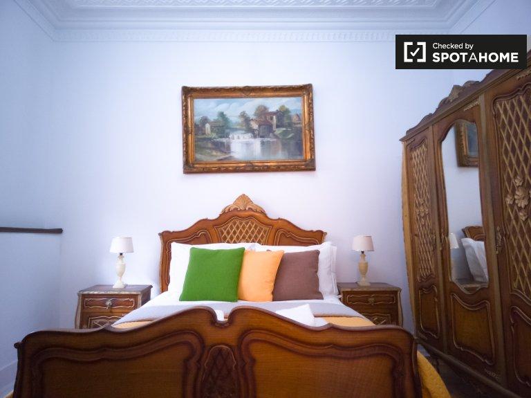 Chambre à louer dans un appartement de 4 chambres à Santo António