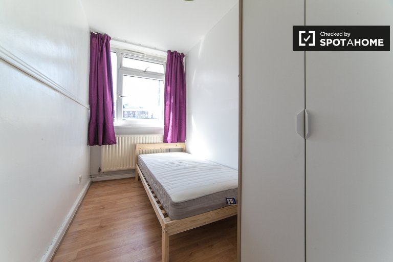 Modern room to rent in 3-bedroom flat in Shoreditch, London