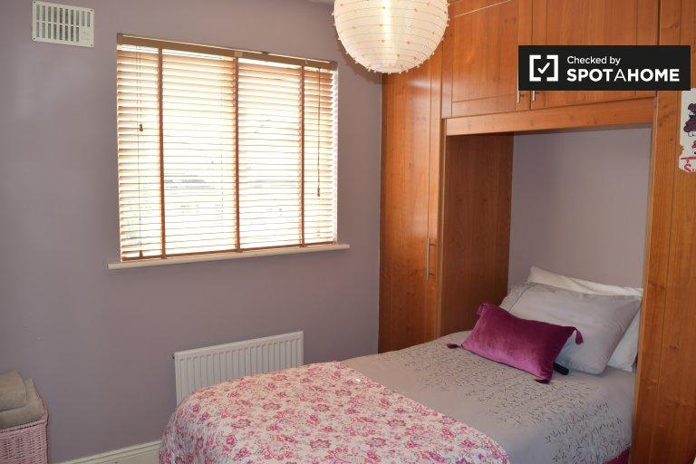 Umeblowany pokój w domu z 4 sypialniami w Malahide w Dublinie