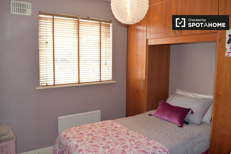 Furnished room in 4-bedroom house in Malahide, Dublin