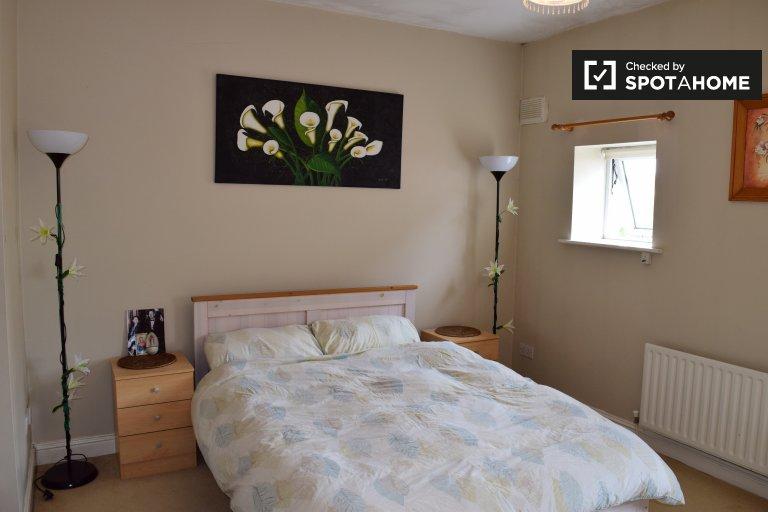 Ausgezeichnetes Zimmer in 3-Zimmer-Wohnung in Swords, Dublin