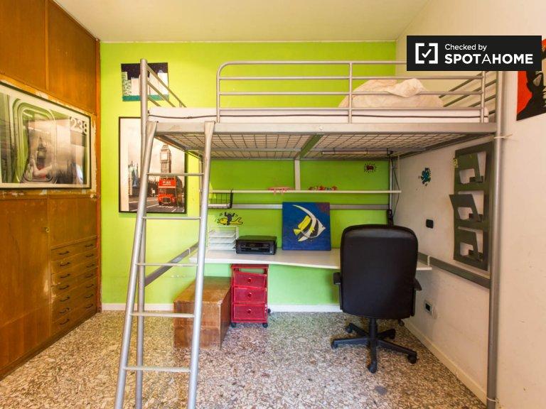 Habitación luminosa en alquiler, apartamento de 2 dormitorios, Turro, Milán