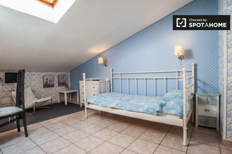 Bella stanza in affitto a Termini, Roma
