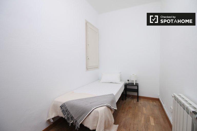 Cosy room in 4-bedroom apartment in L'Esquerra de l'Eixample
