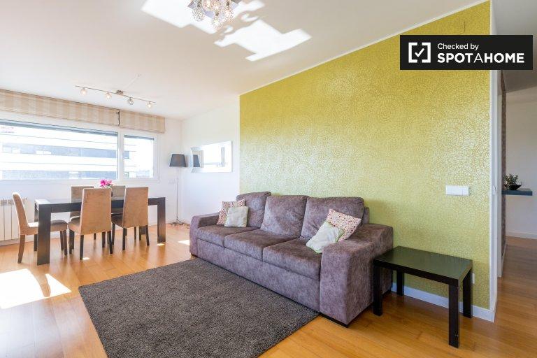 Helle 2-Zimmer-Wohnung zur Miete in Sacavém, Lissabon