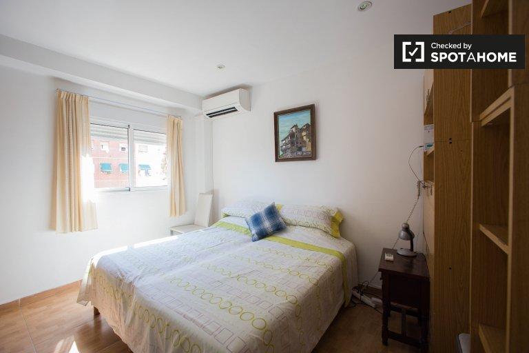 Słoneczny pokój w apartamencie z 2 sypialniami w Campanar w Walencji