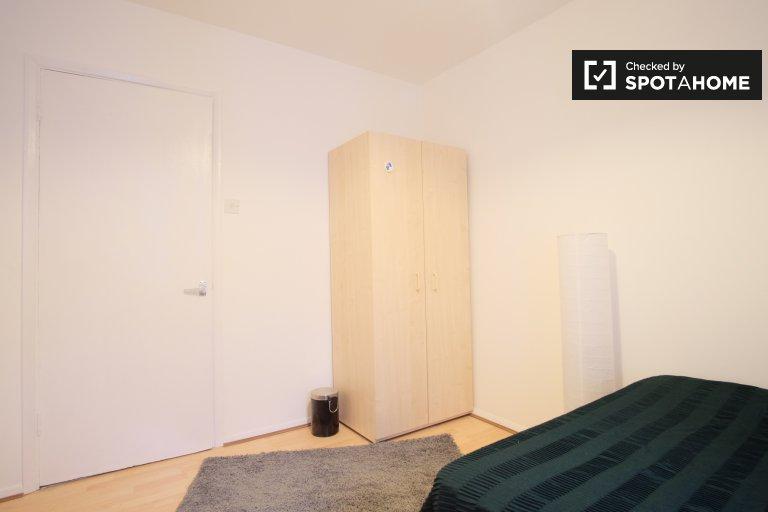 Habitación práctica en piso de 2 dormitorios en Camden, Londres.