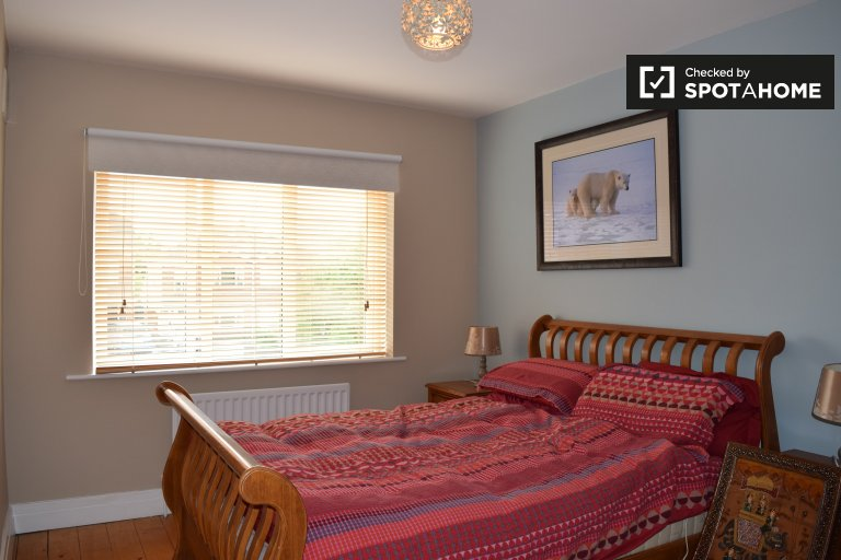 Bright room in 3-bedroom house in Ashtown, Dublin