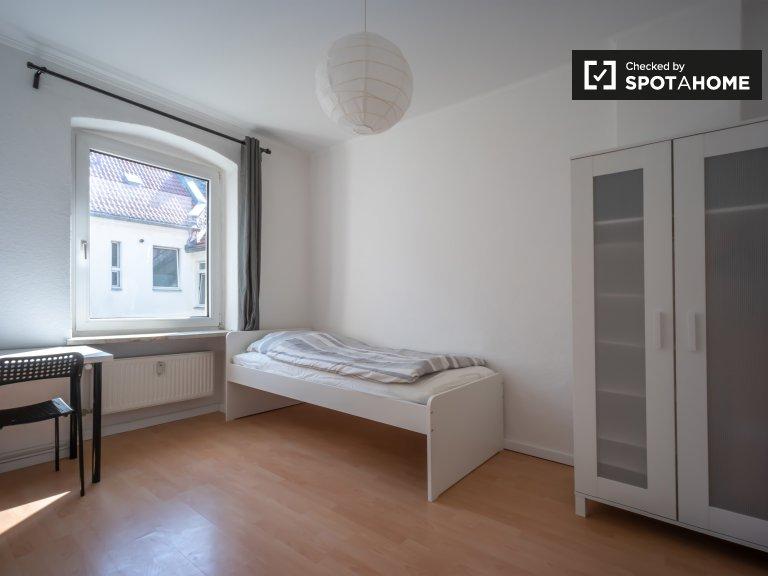 Duży pokój w apartamencie z 5 sypialniami w Neukölln w Berlinie