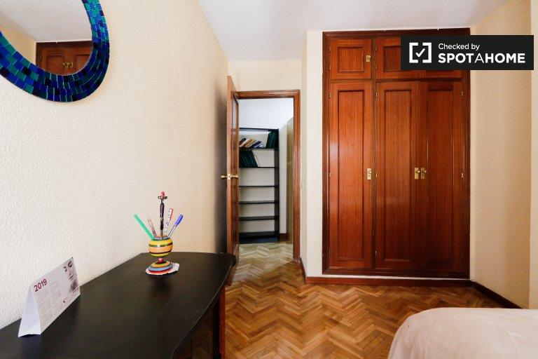 Spacious room in 3-bedroom apartment in Usera, Madrid