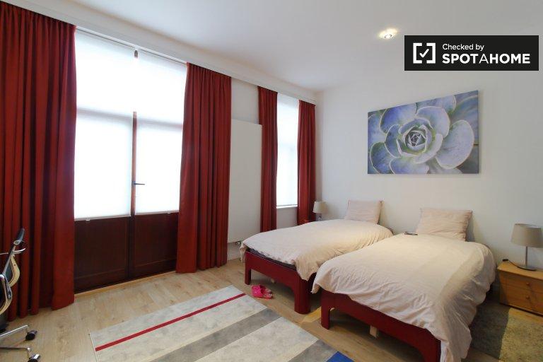 Pokój do wynajęcia w apartamencie z 2 sypialniami, Molenbeek, Bruksela