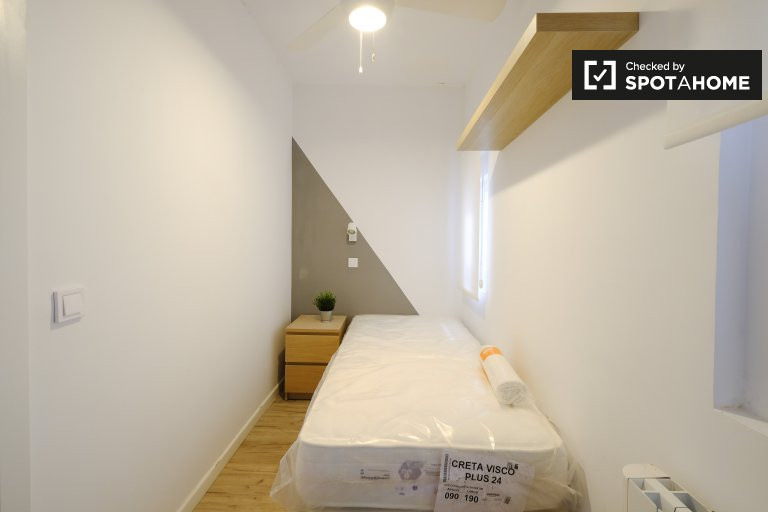 Stylish room for rent in 3-bedroom apartment in Getafe