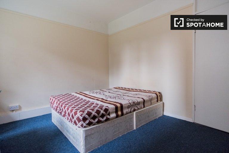 Parsons Green'deki 4 yatak odalı dairede kiralık oda