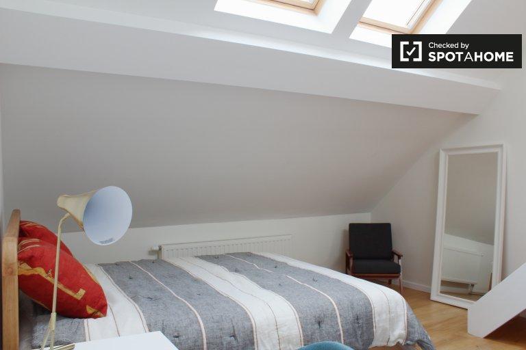 Chambre dans une résidence de 8 chambres dans le quartier européen