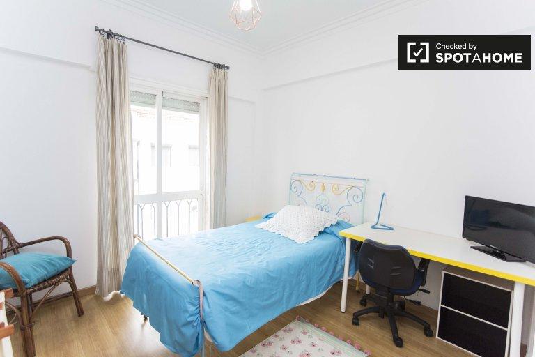 Jasny pokój w apartamencie z 2 sypialniami w Penha de França