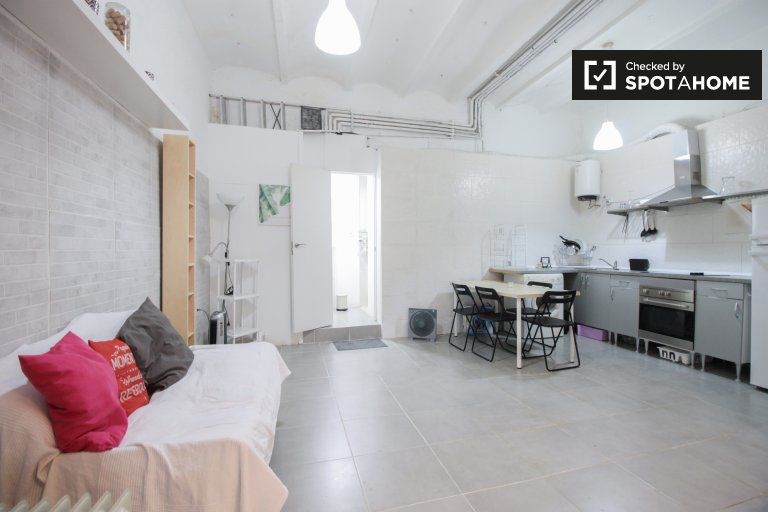 Neat studio apartment for rent in Gracia, Barcelona