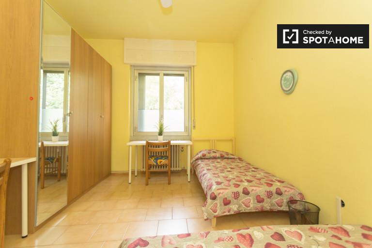 Chiesa Rossa, Milano'da 3 yatak odalı dairede çift kişilik oda