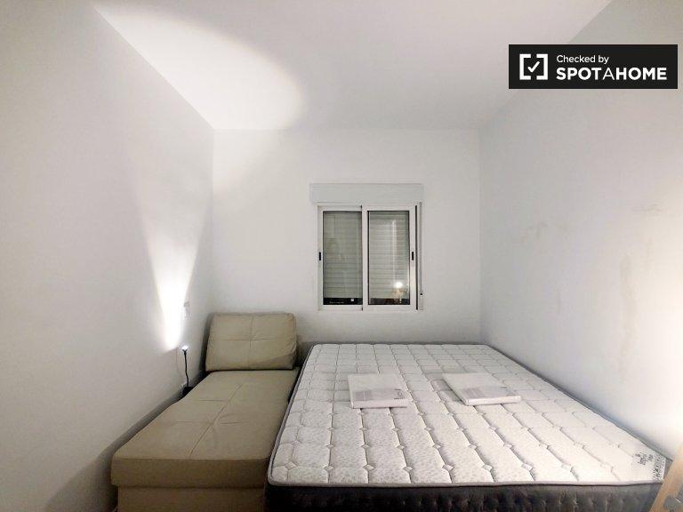 Chambre spacieuse dans un appartement de 4 chambres à Villaverde, Madrid
