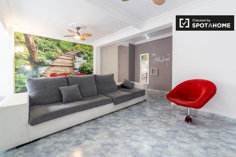 Stylowy 3-osobowy apartament do wynajęcia w Jesús, Valencia