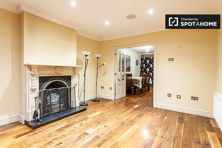Haus mit 4 Schlafzimmern in Lucan, Dublin zu vermieten