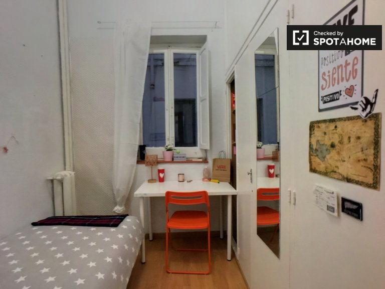 Piękny pokój do wynajęcia w Argüelles, Madryt
