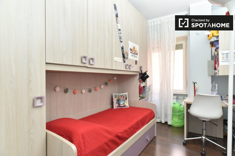 Chambre à louer dans un appartement de 3 chambres à Monte Sacro, Rome