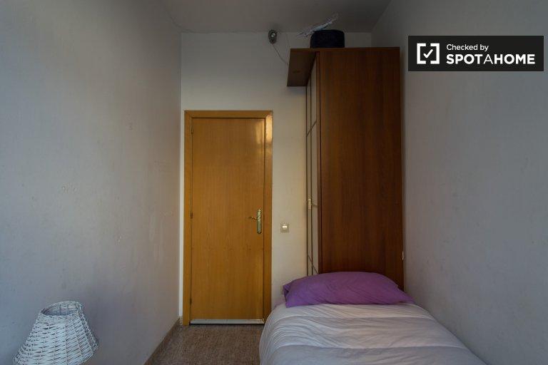 Room for rent in 2-bedroom apartment in El Raval, Barcelona