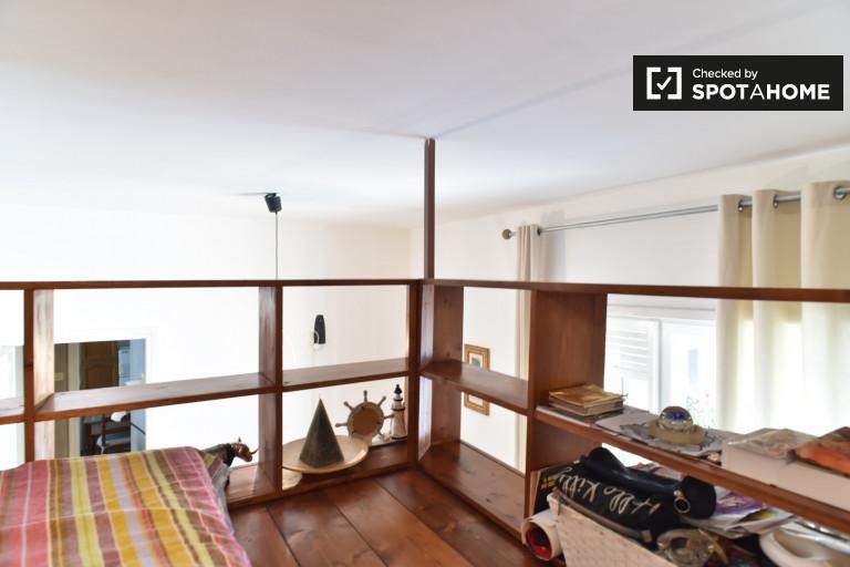 Umeblowany pokój w apartamencie w Aurelio, Rzym