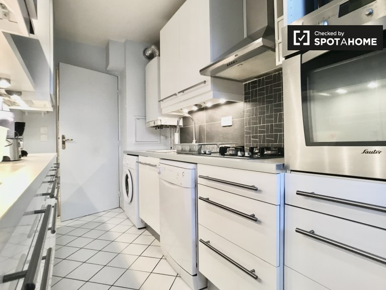 Room for rent in 2-bedroom apartment in Le Blanc-Mesnil