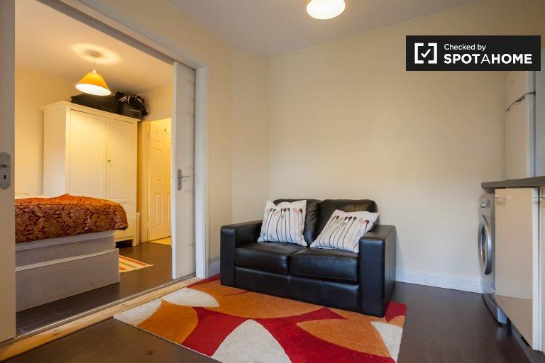 Neat studio apartment for rent in Blanchardstown, Dublin