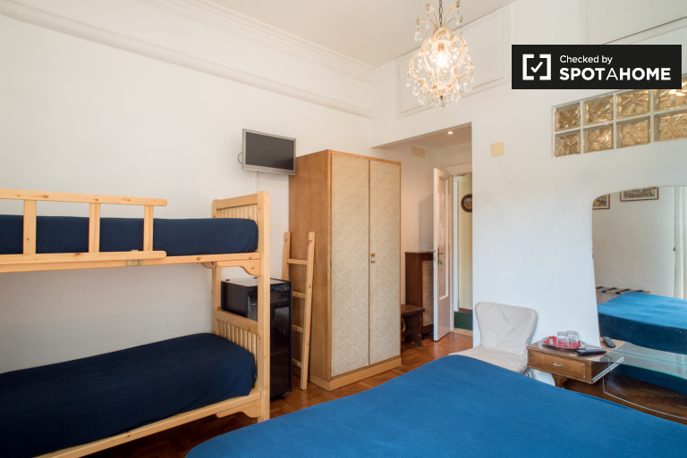 Przestronny pokój w apartamencie w Prati, Rzym