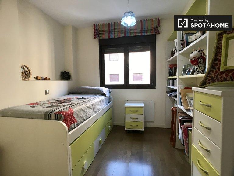 Chambre lumineuse à louer dans un appartement de 2 chambres à coucher, Getafe, Madrid