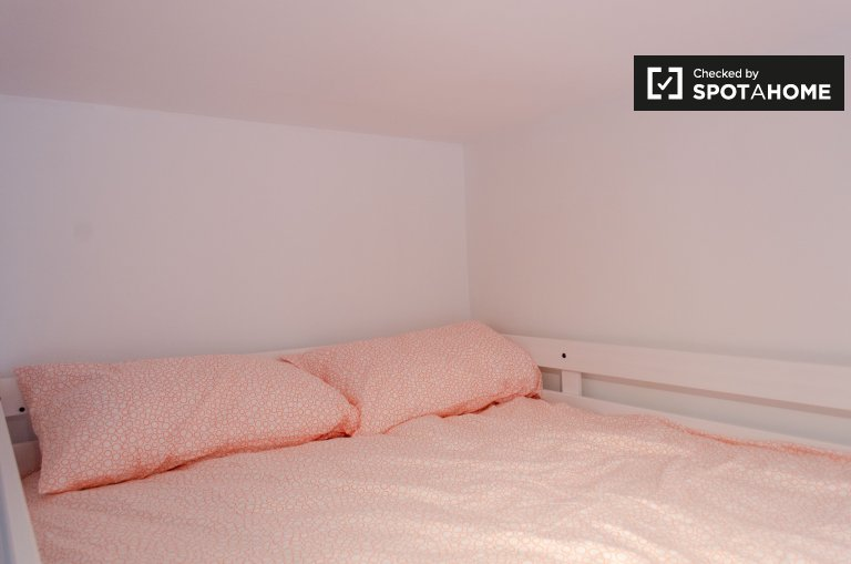 Room for rent in 7-bedroom apartment in Trieste, Rome