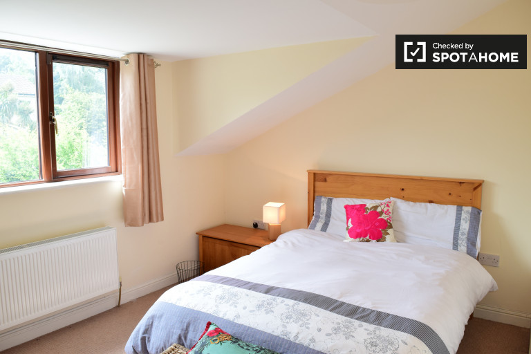 Double Bed in Bright rooms to rent in a 3-bedroom shared house in Ballinteer