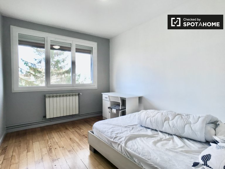 Chambre à louer dans un appartement de 4 chambres à Saint-Denis, Paris