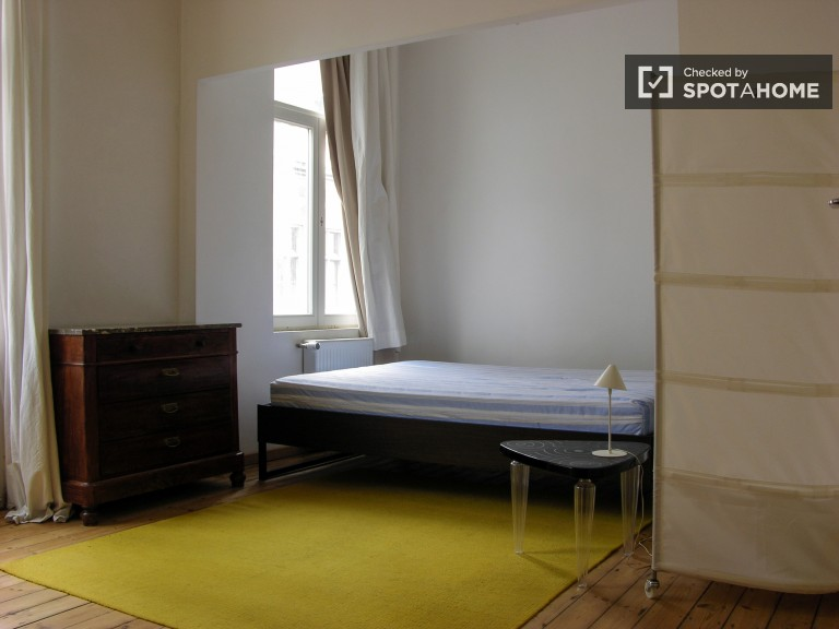 Bright Studio Apartment for Rent in Schaerbeek - Brussels