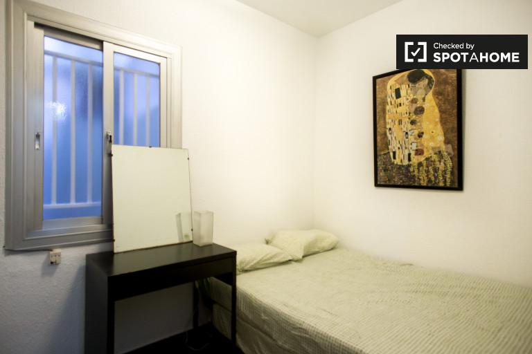 Zapraszający pokój w apartamencie z 4 sypialniami w Gracia w Barcelonie