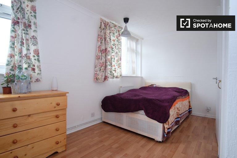 Jasny pokój w 3-pokojowym mieszkaniu w Hackney w Londynie