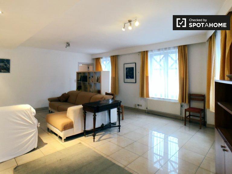 Camera accogliente in affitto in appartamento con 2 camere da letto nel centro della città