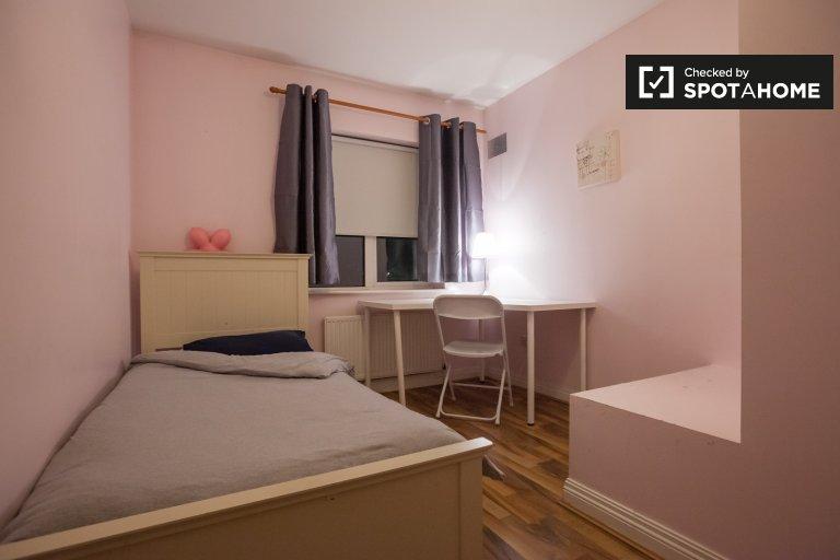 Komfortowy pokój w domu z 4 sypialniami w Castaheany w Dublinie