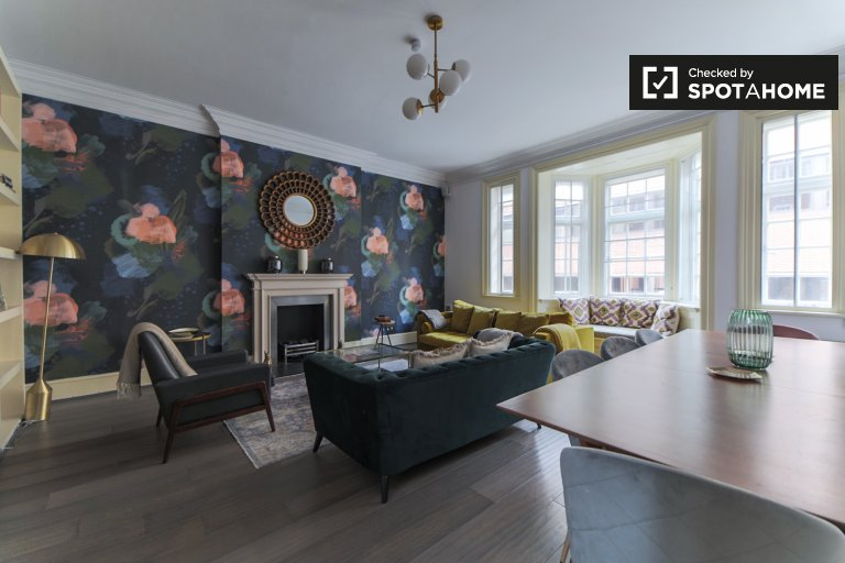 Spacious 4-bedroom flat to rent in Kensington, London