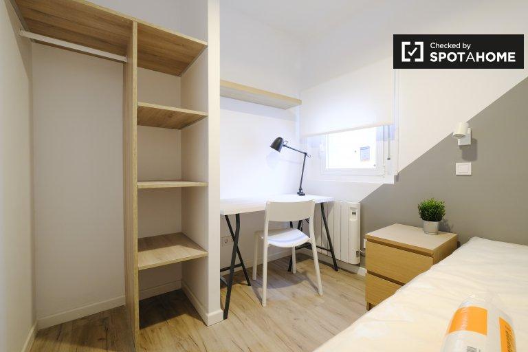 Modern room for rent in 3-bedroom apartment in Getafe