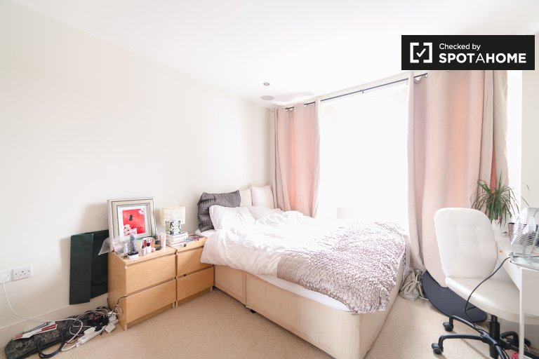 Bedroom C - double bed and ensuite bathroom