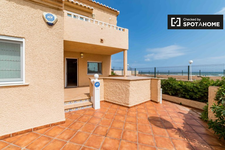 4-bedroom house for rent in El Perellonet, Valencia