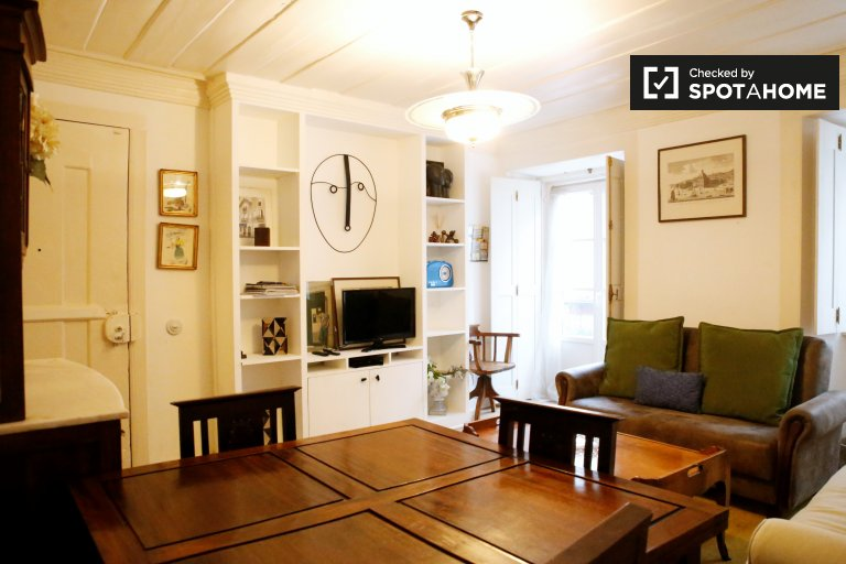Tidy 2-bedroom apartment for rent in Bairro Alto, Lisbon